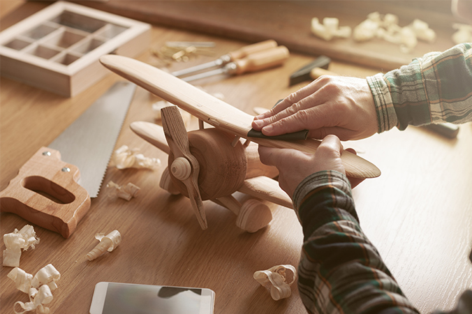Avião de madeira sendo construído